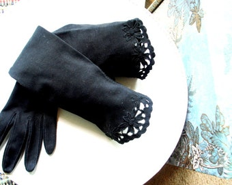Art nouveau vintage 40s charcoal black , thick, stretched cotton , opera gloves, with a scaloped edges  and flowers embroidery.Size 8