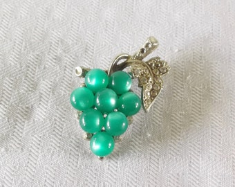 1940s Vintage Unsigned Coro Grape Brooch with Green Moonglow Cabochons 1941
