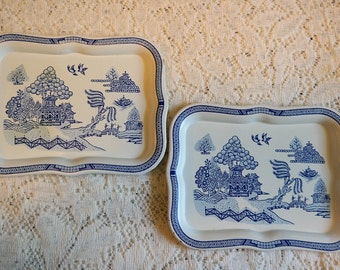 Vintage 1950s Blue Willow Metal Tip Trays Pair for Display Trinkets Soaps Snacks Bar
