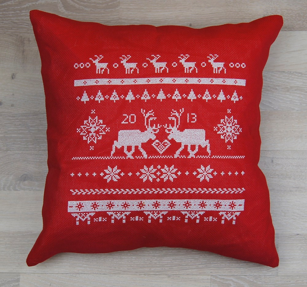 🔎zoom & Cross stitch pattern REINDEER scandinavian pillowsntoast.com
