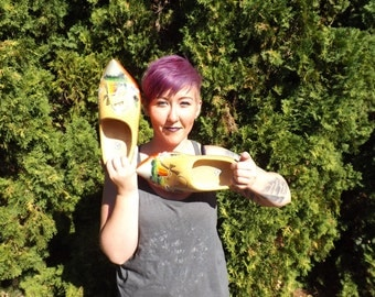 FREE SHIPPING HUGE wooden shoes Holland wood shoes painted vintage (B1)