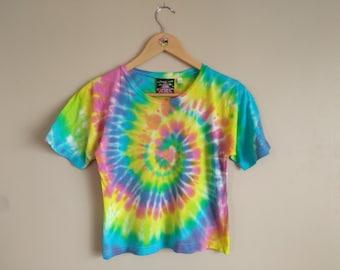 LARGE WOMEN'S Rainbow Spiral Crop Top T-shirt. Vibrant women's tie dye tee