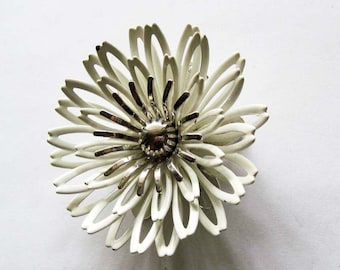 Vintage Sarah Coventry Flower Brooch