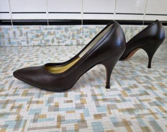 1950s Brown spike heel pumps - 6.5 - Vegan