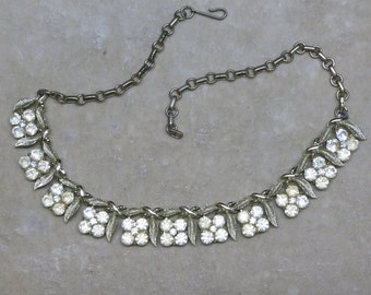 A Pretty Vintage Necklace in Rhinestone Four Petal Flowers