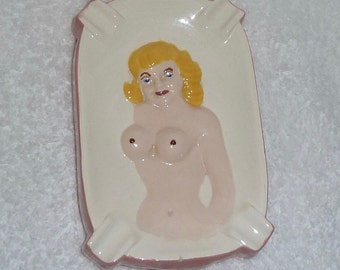 Vintage Nude Risque Naughty Pinup Girl Lady Boobs Butt Ashtray Dish Plate Blonde Novelty 1950s 1960s