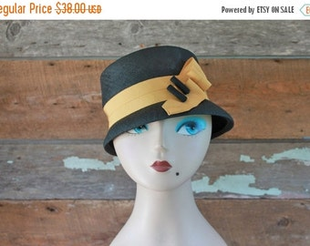 SALE 1960s bucket hat / black and yellow cloche hat / mustard yellow and black hat