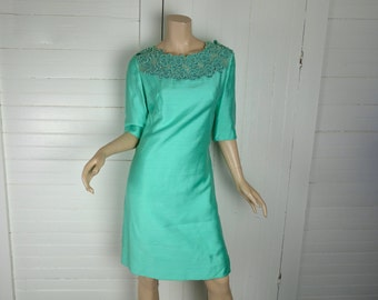 Jade Green Shift Dress- 1960s / 60s Dupioni & Lace- Knee Length, Short Sleeves- Medium- Mint Green / Seafoam Green- Betty Draper