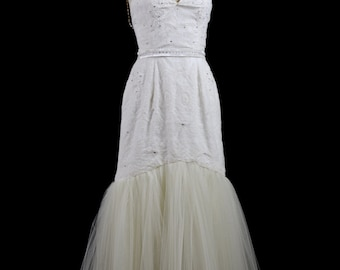 Fortuna - Lace applique Hourglass Tulle Wedding Dress  - Made to Order