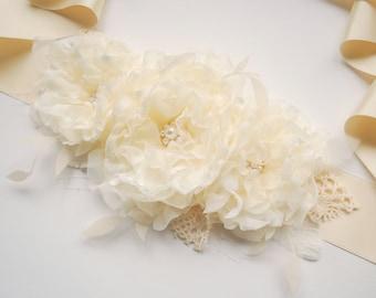 Weddings Bridal  Sash Belt, Light Butter Cream Ivory Flower Satin Sash, Burlap Wedding, Bridesmaids Sash, Maternity Belt, Butter Ivory Roses