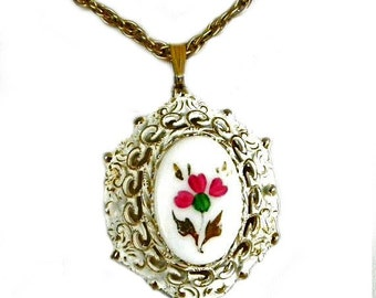 Vintage Necklace, Porcelain Cameo, Hand Painted Porcelain, Victorian Style, Costume Jewelry, Jewelry Accessories, Fashion Jewelry