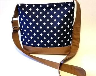 Just the Essentials Crossbody bag in Navy