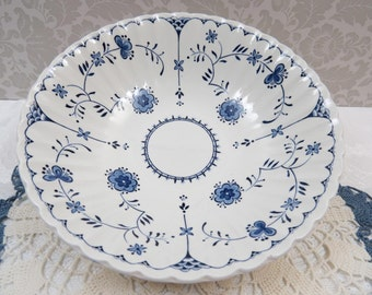 Vintage J & G Meakin Classic Ironstone Fluted COPENHAGEN Round Serving Bowl, Blue and White China in Very Good Condition