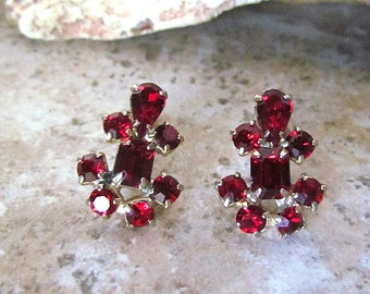 Vintage Anchor Shaped Red Rhinestone Screw Clip Earrings