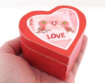 Love Birds Wedding Rings Box - Heart Shaped Wooden Lidded Box - Pill Box, Powder Box - Country cottage Wedding theme