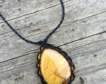 Tiger Eye macrame necklace with Black string