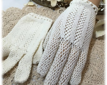 Vintage Ladies Ivory Crocheted Finger Gloves, Striped Design, Italian Stretch Nylon, Size 6 1/2
