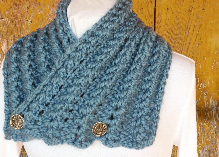 Chunky Knit Scarf Pattern Button Cowl Patterns Chunky Yarn