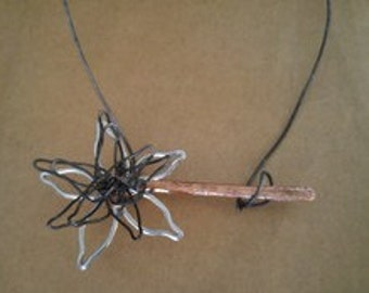 Abstract Flower Bar Necklace