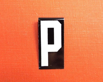 """vintage 40's letter P industrial metal sign 1.5"""" long .5"""" wide black & white hanging small little tiny mini baked on enamel church board old"""