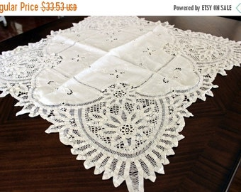 Battenburg Lace, Table Cloth, Small White Tablecloth, Vintage Linen 13100