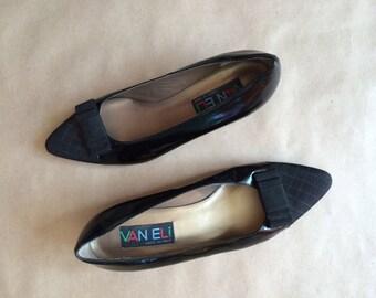 vintage 1980's Van Eli / pointy toe flats / womens shoes / square heel / two tone black / Made in Italy / sleek minimalism