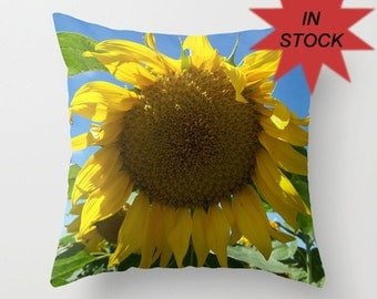 18x18 Sunflower Pillow Cover, Yellow Decorative Cushion, Country Chic Decor, Handmade In Canada, Farmers Wife Gift, Producer Appreciation