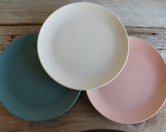 Vintage Watertown Ware Melamine Plates // Ecru, Green & Terra Cotta Pink // Vintage Kitchen