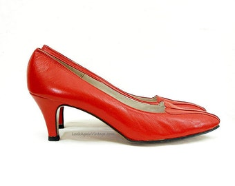 Vintage 1980s Shoes Bright Red Unworn Medium High Heel Pumps / U.S. 6.5 – 7 Narrow