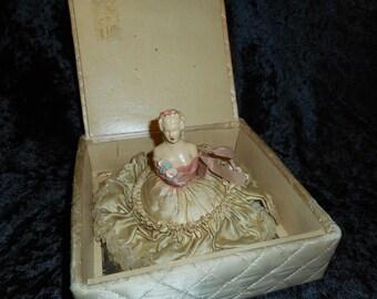 Powder Puff Skirted Half Doll in Box, Shabby vintage (FFs5074)