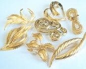Lot of 7 Vintage Brooches... Goldtone Metal... c.1970s-80s
