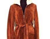 vintage shearling leather coat - 1960s Herrero Piel brown suede/shearling belted hooded zip up jacket