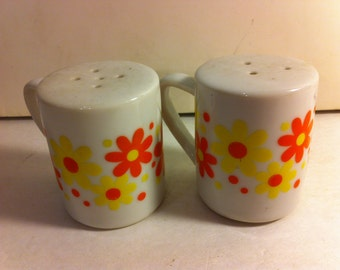 Vintage Retro Daisy Ceramic Salt and Pepper Shakers