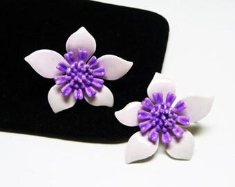 Purple Enamel Flower Earrings - Clip on Flower Power 1960's - 1970's Earrings - Pale Lavendar & Violet