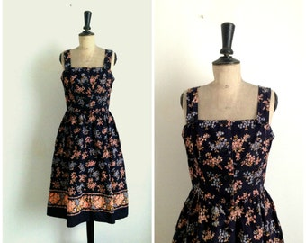 Flowery Black Cotton Dress Vintage 1970s / Size Médium