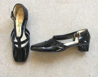 60s Vintage Ladies black patent leather Mary Janes California Debs low heel buckle dress shoes square toe ladies