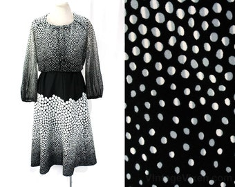 Size 10 Bubbly Dress Set - 1970s Polyester Knit - Late 70s Long Sleeved Top & A-Line Skirt - Black White Gray Novelty Print Bubbles - 46586