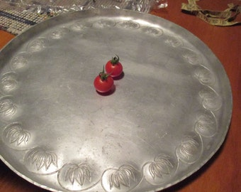 "ANTIQUE PALMER-SMITH Hammered Aluminum 15"" Round Tray Lily Motif  signed"