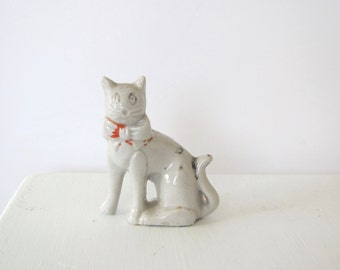 Vintage ceramic cat/ white cat figure