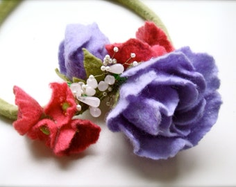 Felt necklace with flowers -felt flowers-  felt necklace- floral accessories - handmade- wool necklace