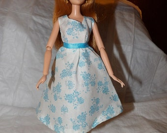 Pretty full dress in white with bright blue flowers for Fashion Dolls - ed834