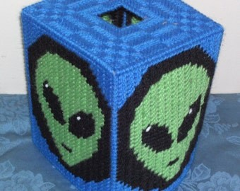 Alien Tissue Box Cover Plastic canvas Pattern