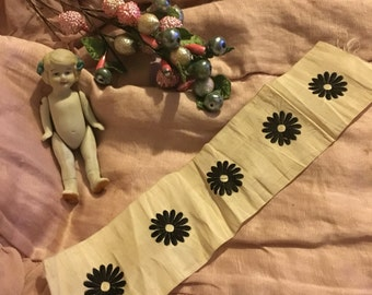 Antique Victorian 1900s White Silk Ribbon Trim Sample Embroidered Black Flowers Daisies A32
