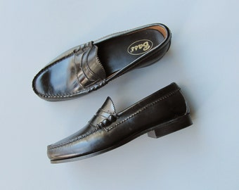Vintage 1980s Womens Black Penny Loafers. Deadstock Bass Loafers. US Size 6/EU 36