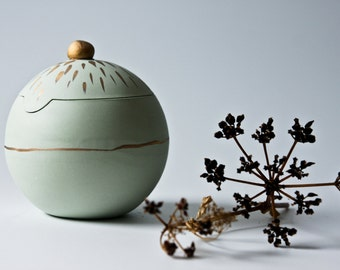 unique jewelry box with lid, porcelain jewelry bowl with lid,  pastel green gold, unique bowl, lidded ceramic bowl, karoArt