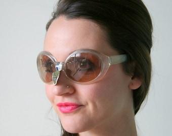 1970s DESIGNER Nilsol Sunglasses..twiggy. big lens. funky. woodstock. hippie. rare. ladies. deadstock. disco. made in italy. mod. jackie o