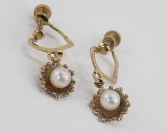 Vintage Goldtone Faux Pearl Ivory Off White Gold Tone Ruffled Shell Flower Petal Traditional Cottage Chic Dangle Drop Screw On Earrings