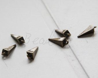 30 Pieces / Spike / Antique Brass Tone / Base Metal / Pyramid / Charm (Y26516//J456)