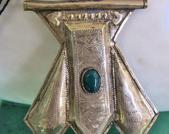Tuareg Silver Amulet Khomissar/ Khomeissa Hamza with Green stone and Tifinagh signature at the back