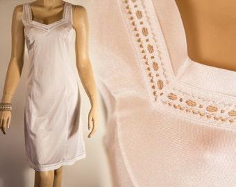 Stylish elegant shimmering sheer silky soft white nylon and delicate lace detail 1980's vintage full slip petticoat combinaison - 3738